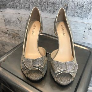 NWOT Kelly & Katie Janet Pumps in gold glitter fab